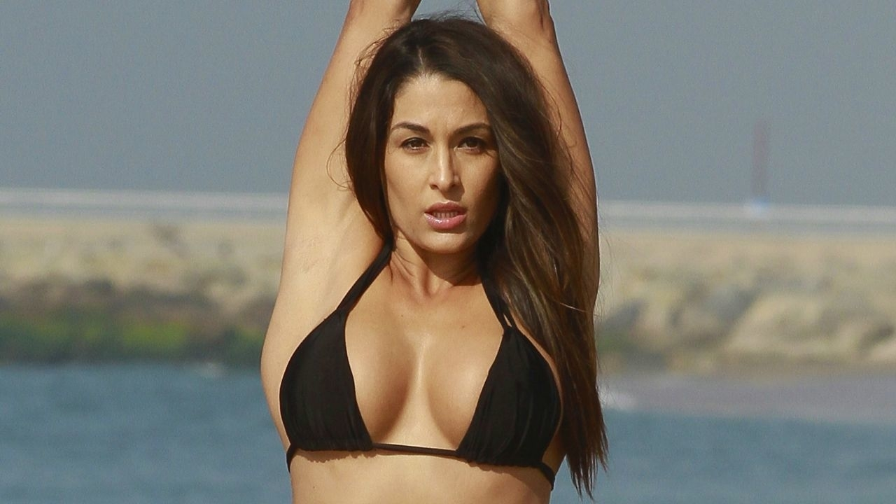 1280x720 Nikki Bella Yoga Pose 720p Wallpaper Hd