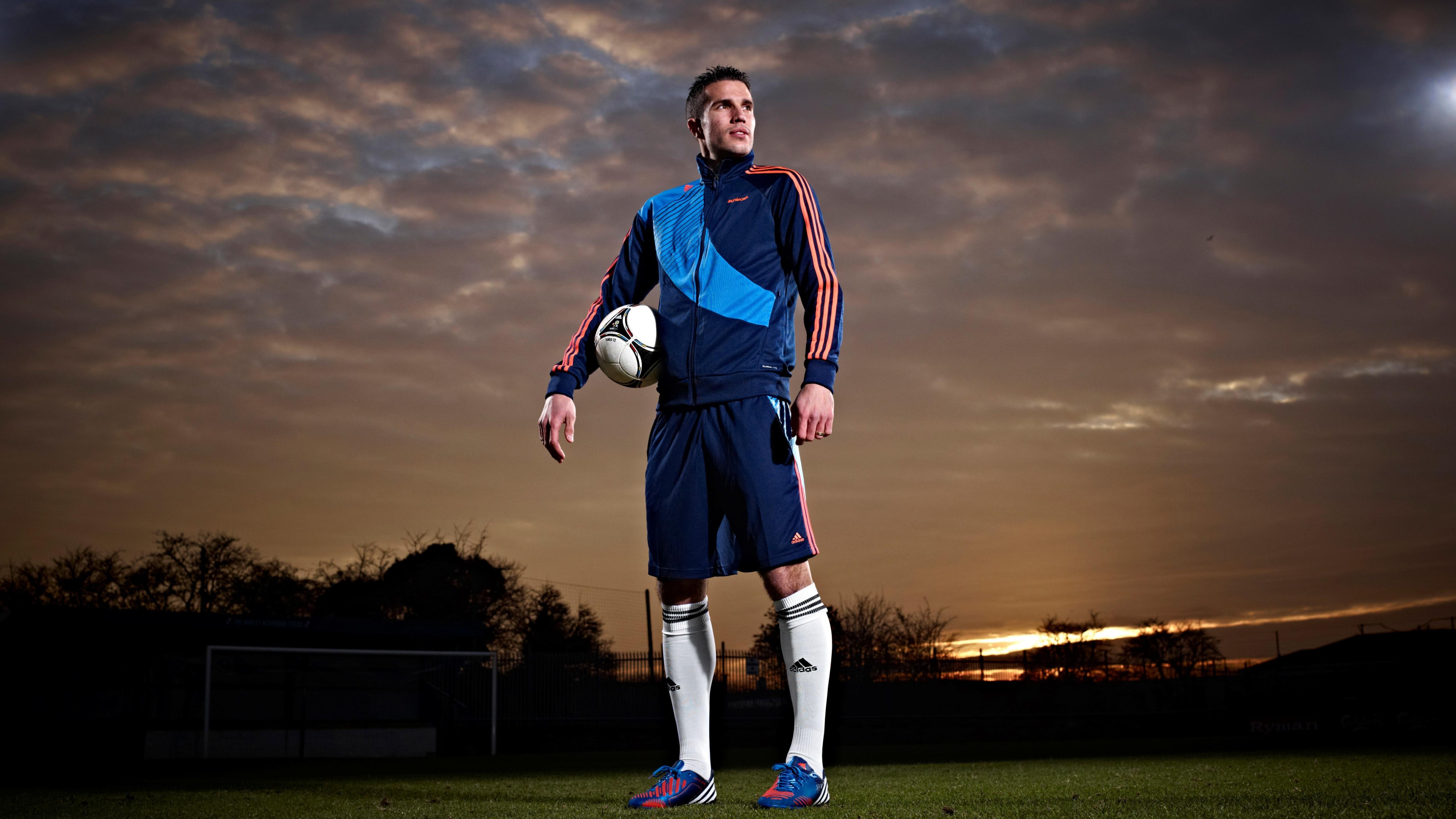 5120x2880 Robin Van Persie Manchester United Footballer 5k