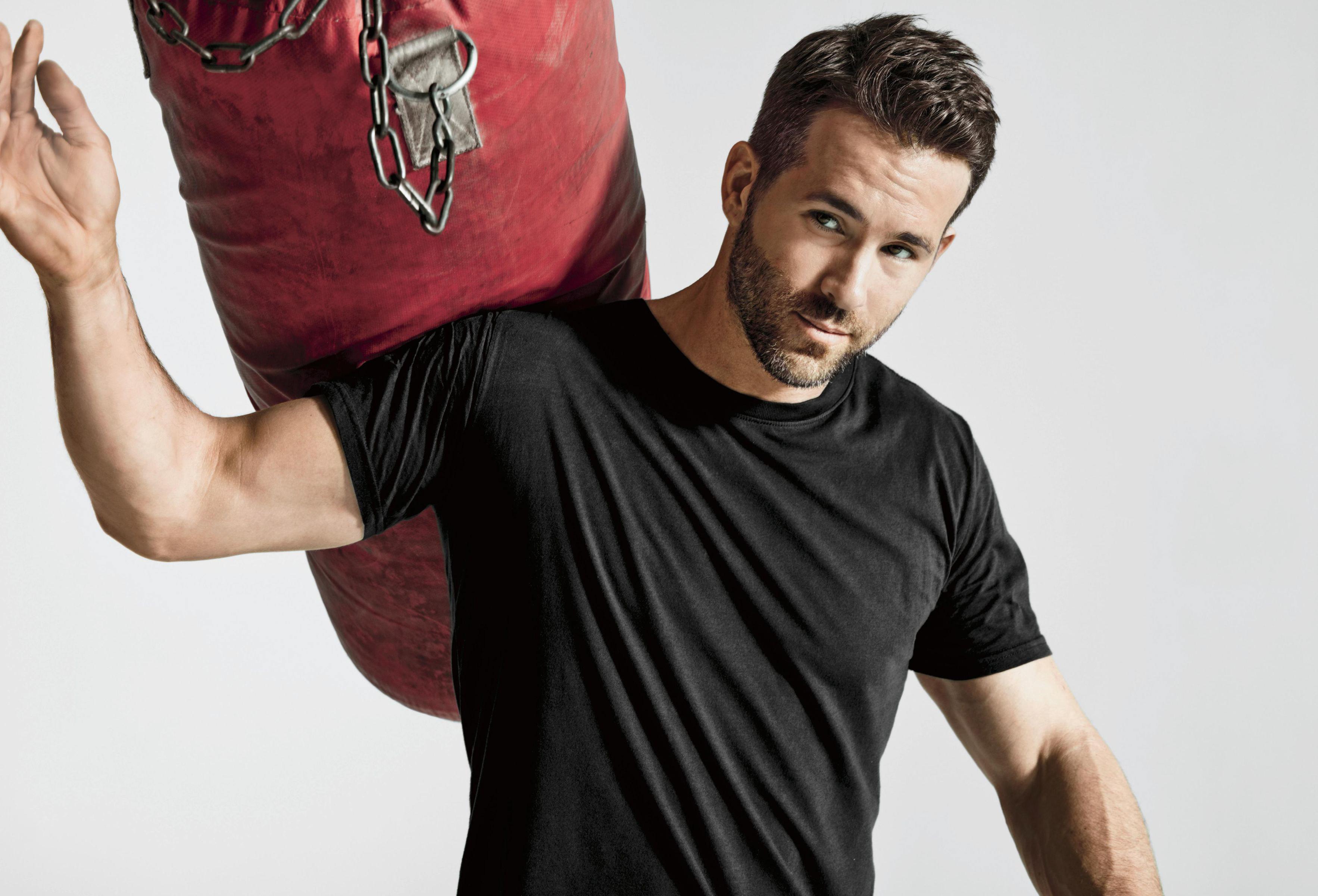 Jeunesse Ryan Reynolds né le 23 octobre 1976 a grandi à Vancouver Il mesure 188 m Son père Jim Reynolds était un homme daffaires et ancien boxeur semi