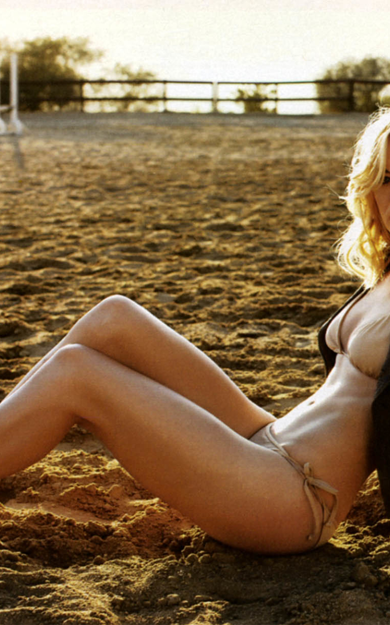 Sexy Yvonne Strahovski In Bikini  Full Hd Wallpaper