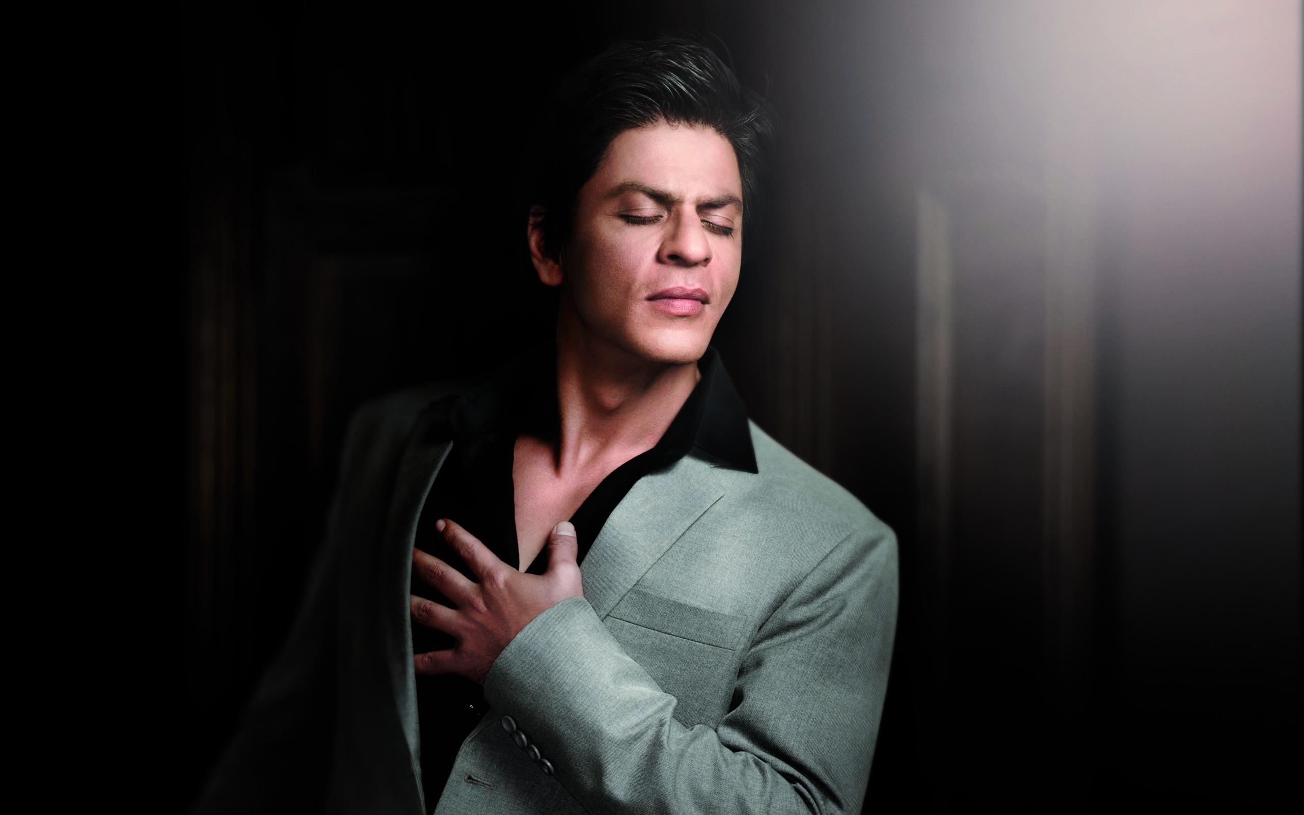2560x1600 Shahrukh Khan Bekaboo Fellings Wallpapers