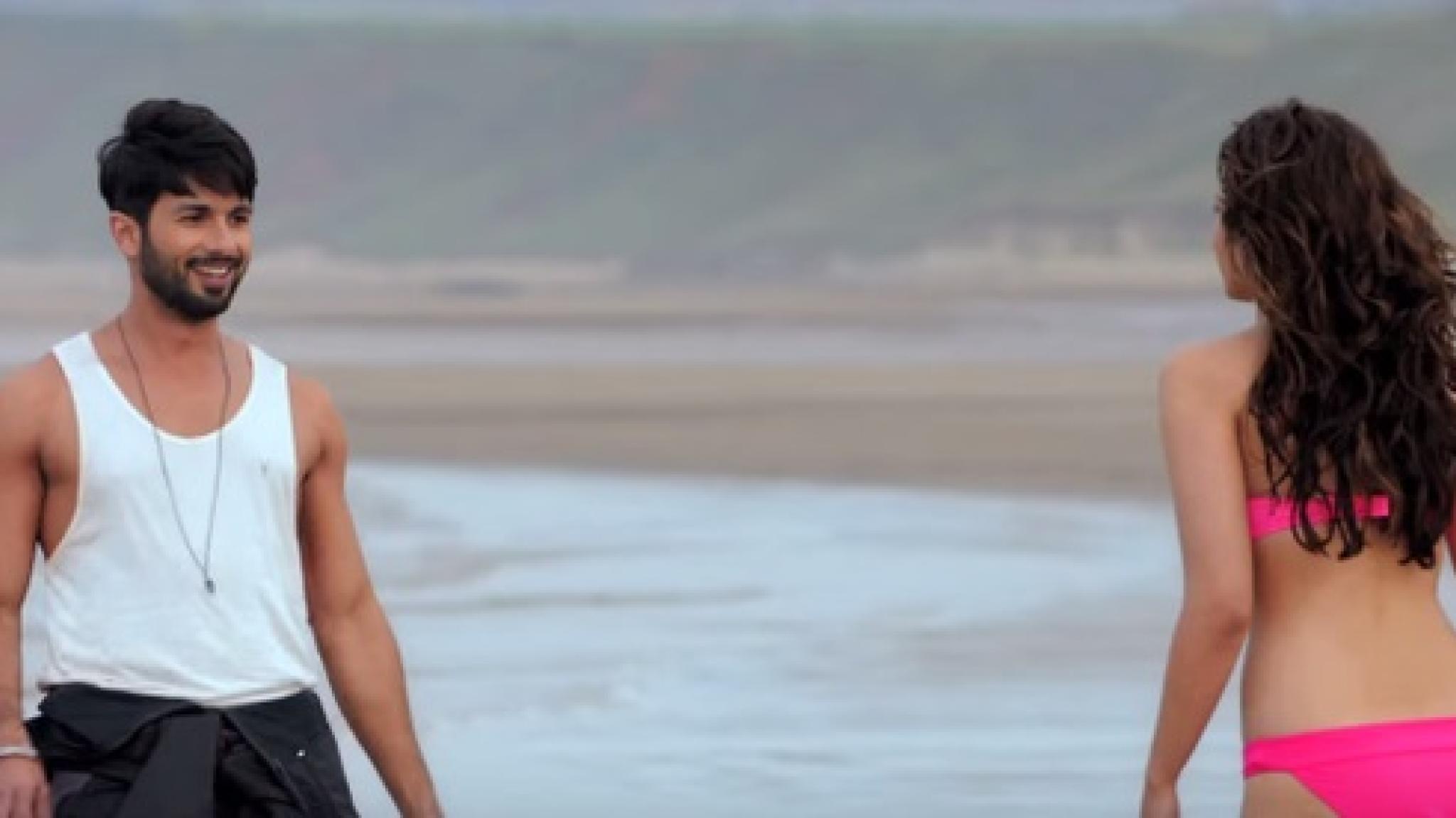 download shandaar movie alia bhatt bikini photoshoot 2048x1152