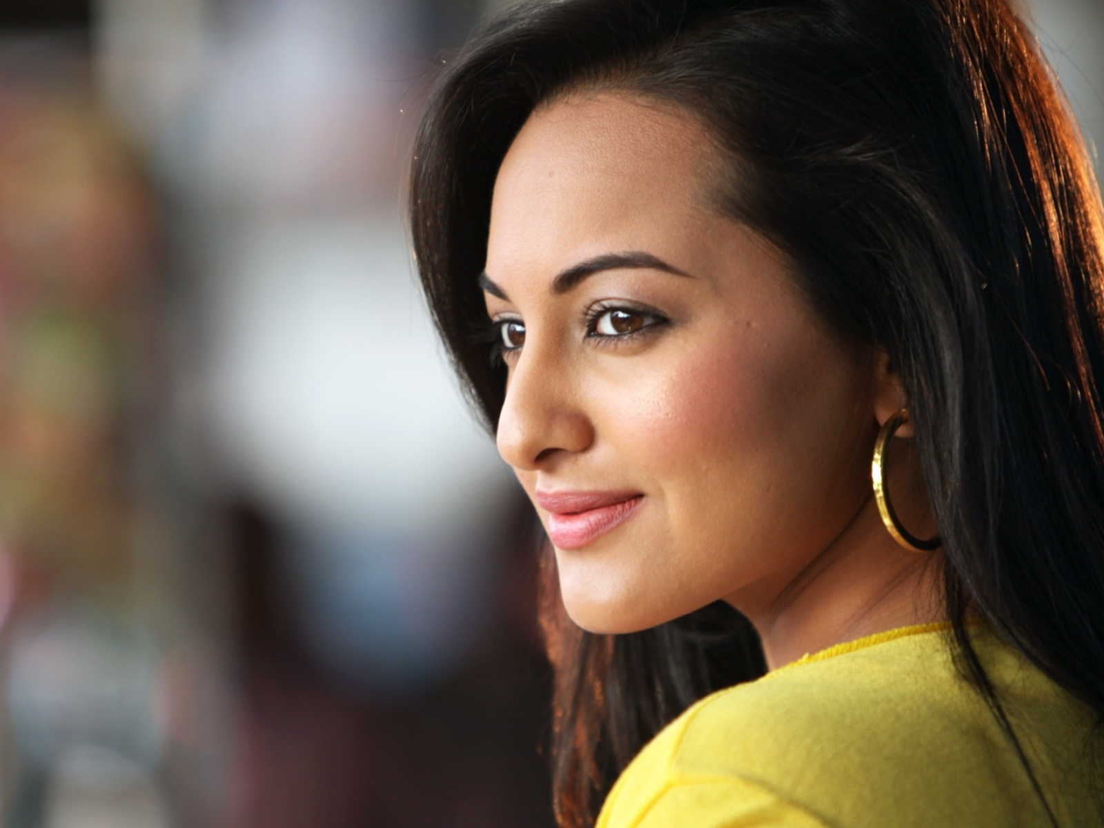 Sonakshi Sinha Cute Smile Photoshoot, Full HD Wallpaper