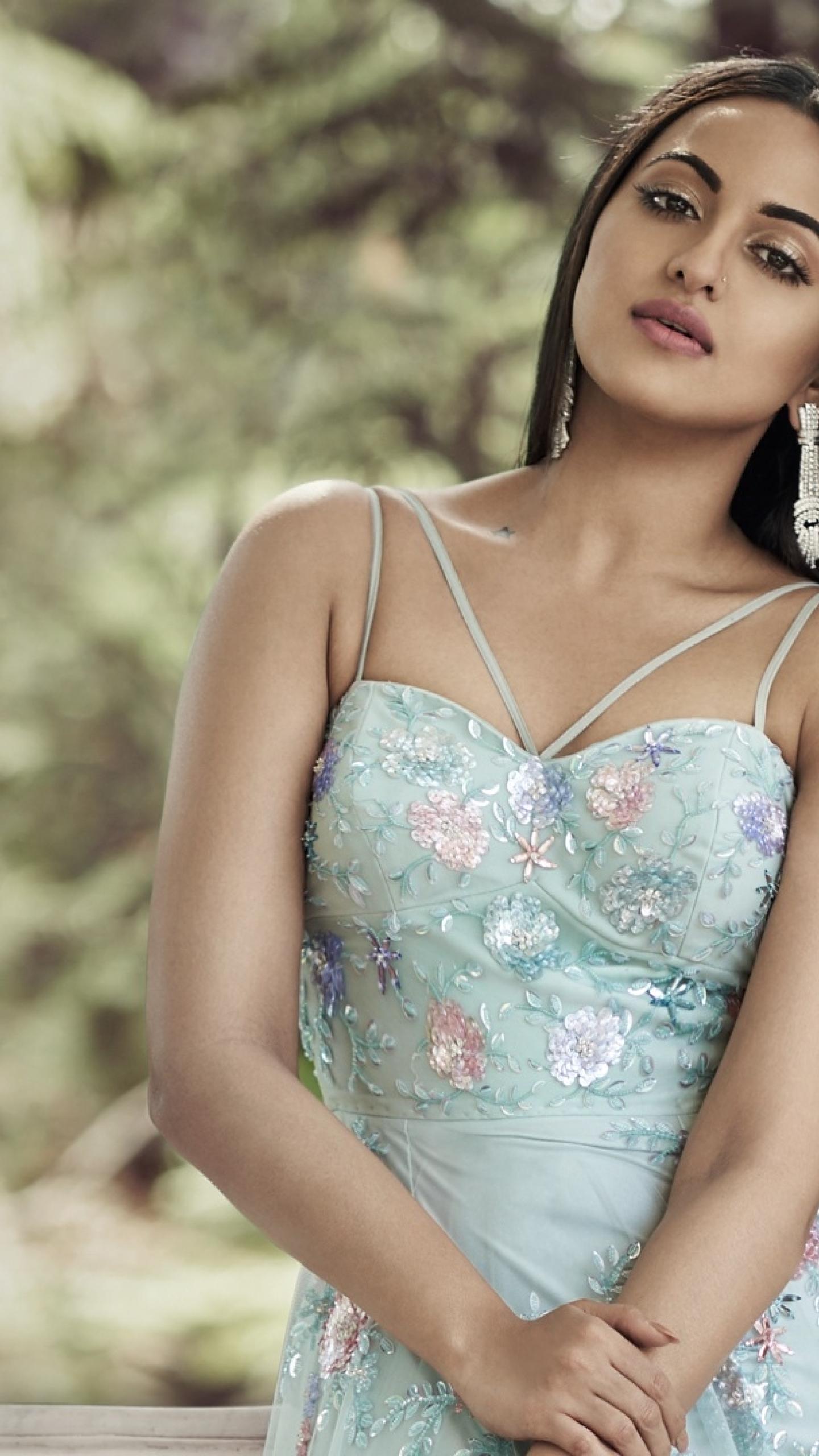 Sonakshi Sinha Hot 2017, Full Hd Wallpaper-8845