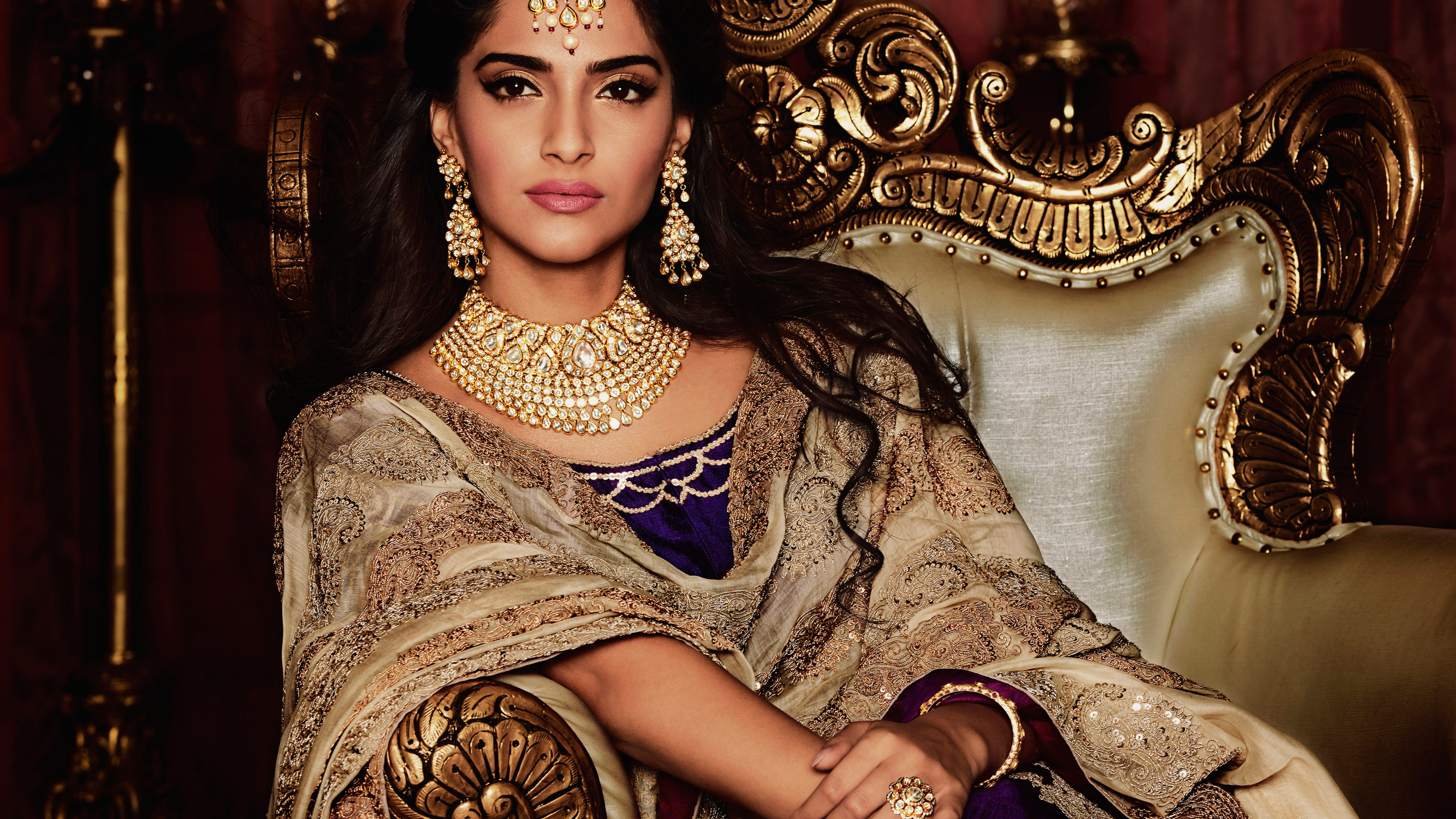 Wallpaper Sonam Kapoor Sizzles at Day of FDCI India Couture Week