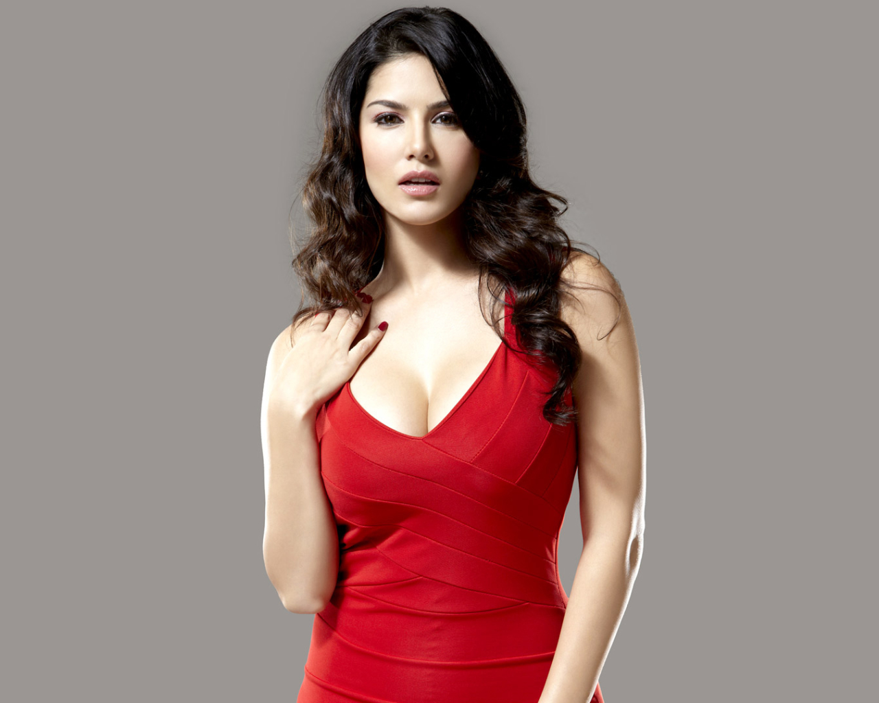 Sunny leone in red dress photoshoot full hd wallpaper - Sunny leone full hd wallpaper ...