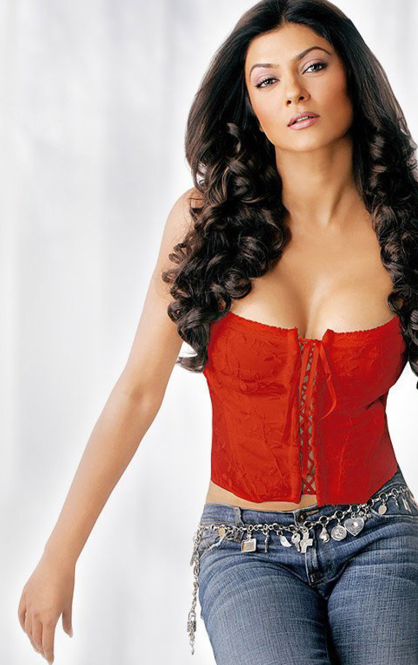 Sushmita Sen Hot Cleavage Photoshoot Hd Wallpaper