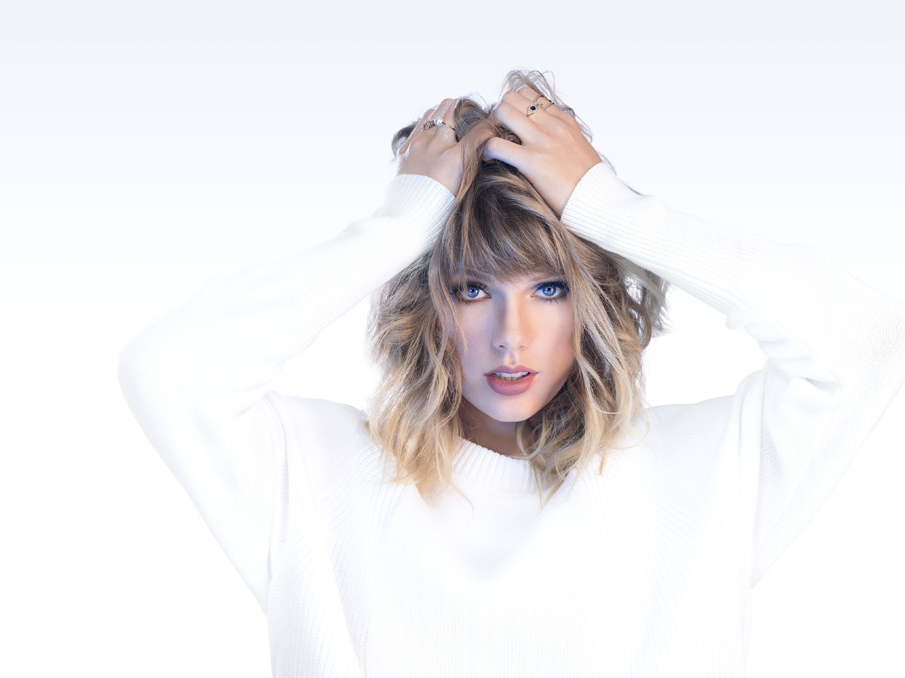 Download Taylor Swift 2018 Photoshoot 480x800 Resolution