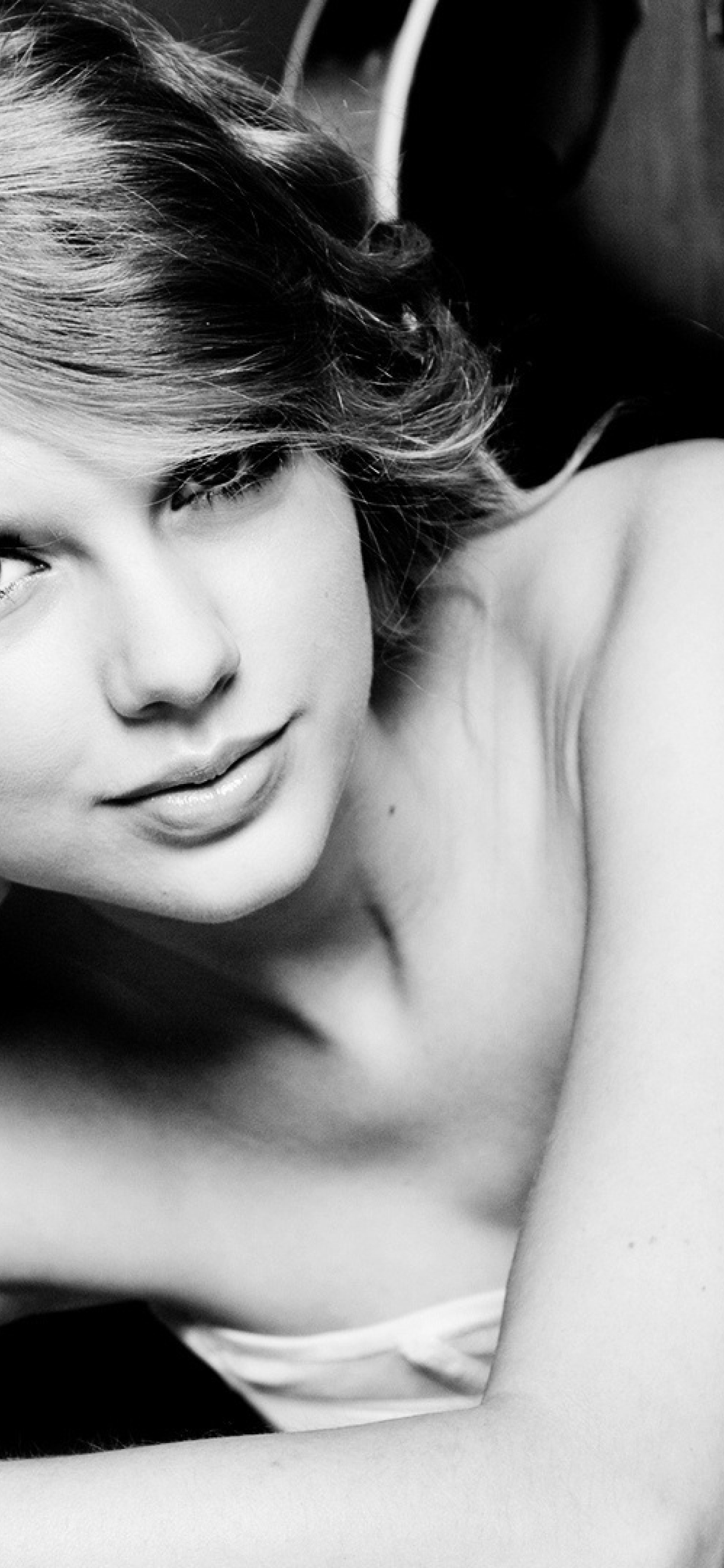 1242x2688 Taylor Swift Blank Space Video Iphone Xs Max Wallpaper