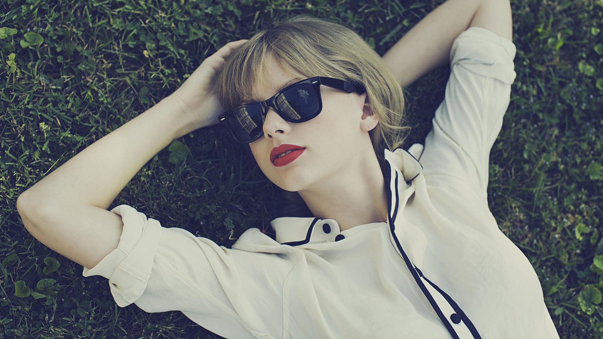 1400x1050 Taylor Swift Face Glasses 1400x1050 Resolution Wallpaper Hd Celebrities 4k Wallpapers Images Photos And Background