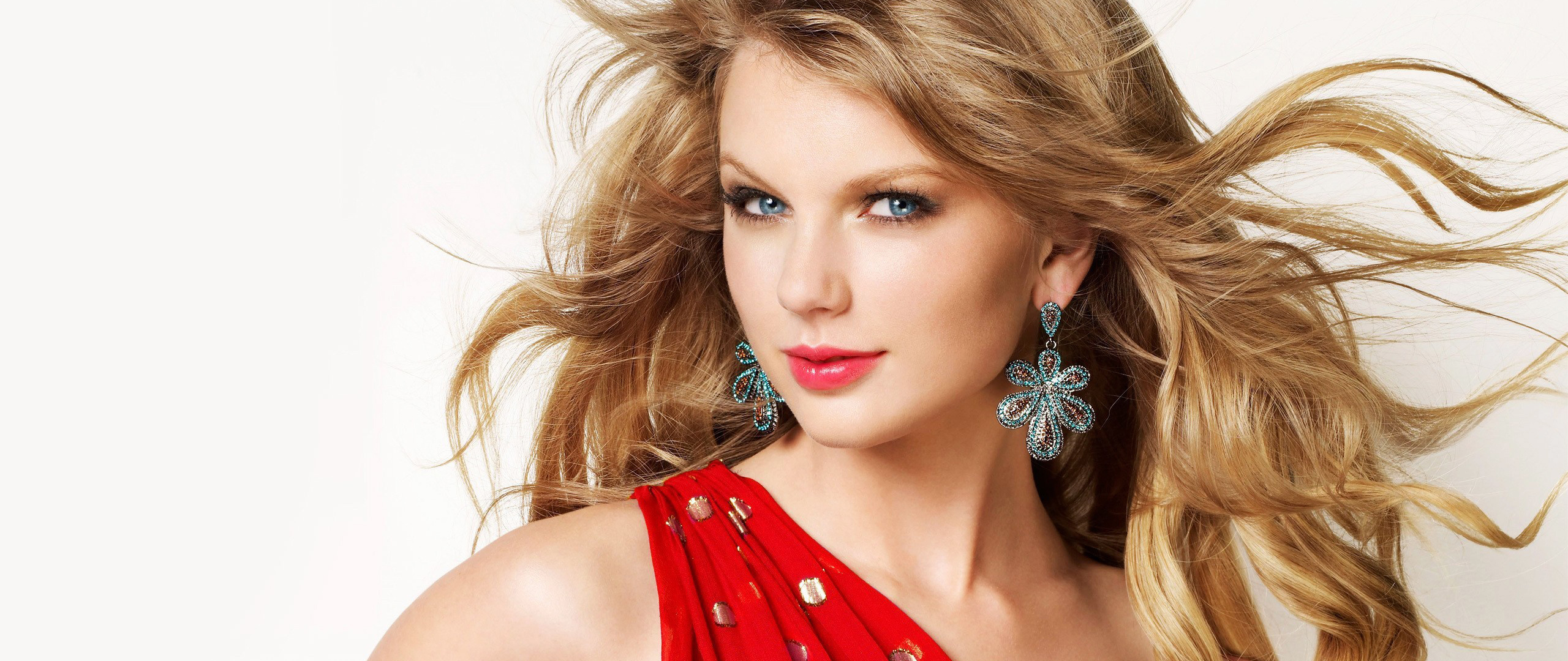 Download Taylor Swift Red Hot Photoshoot 1600x900