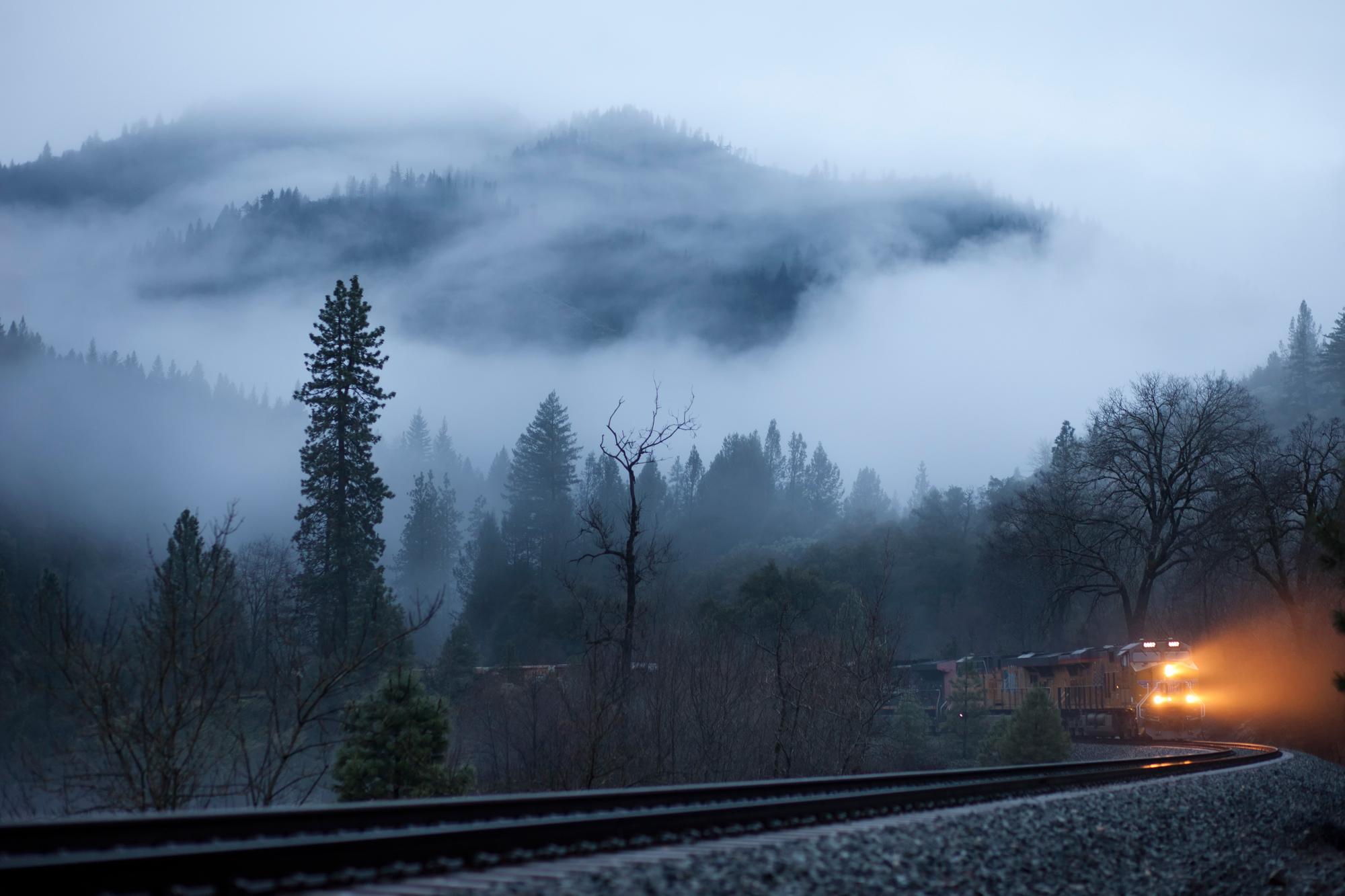 обои для рабочего стола железная дорога в лесу зимой № 231023 загрузить