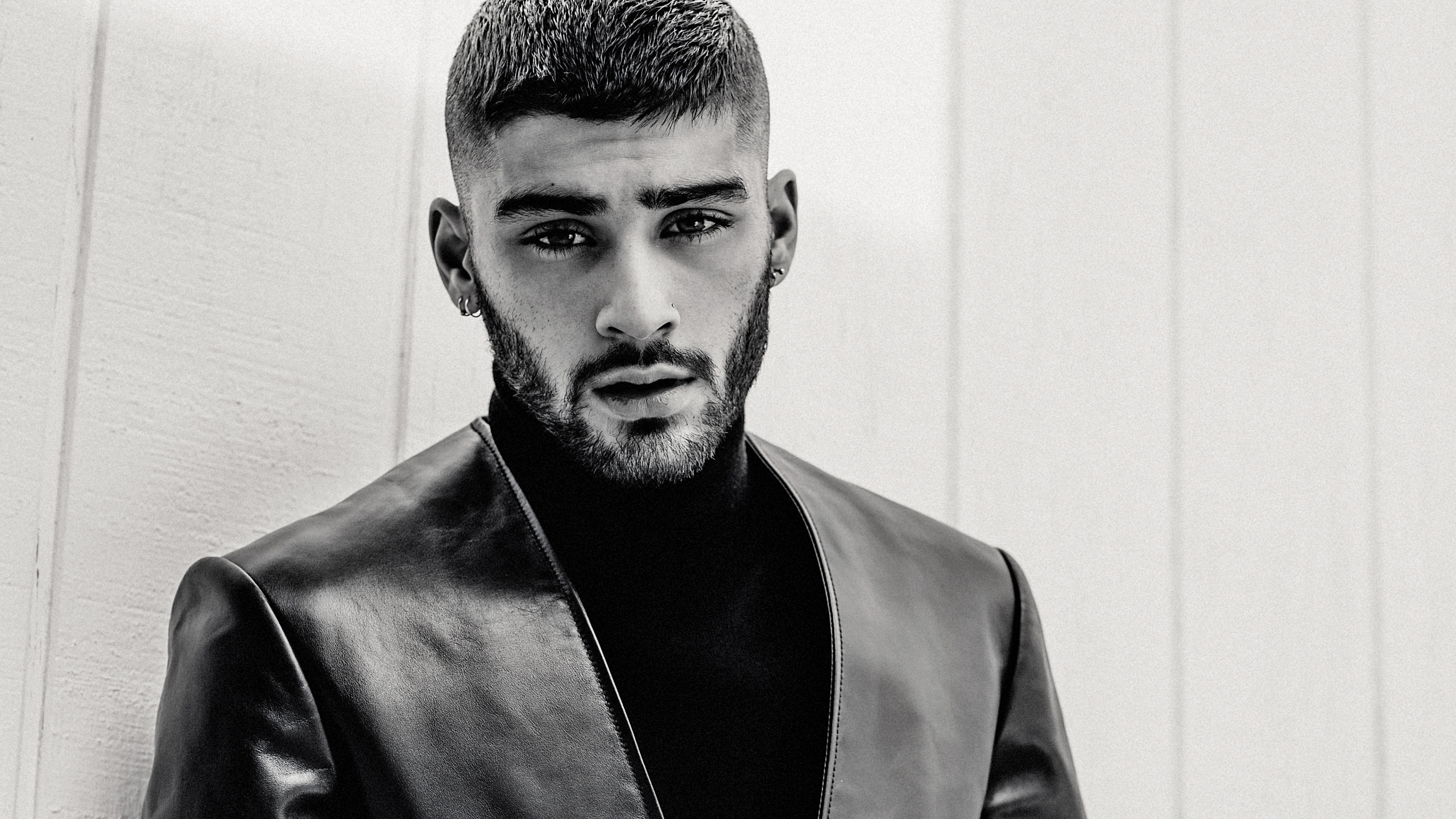 Download Zayn Malik 2018 Monochrome 2560x1440 Resolution