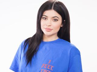 HD Wallpaper | Background Image 2018 Kylie Jenner Simple Makeup Look