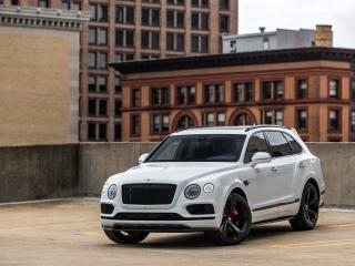 2019 Bentley Bentayga V8 wallpaper