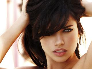 Adriana Lima Classy Close Up Wallpapers wallpaper