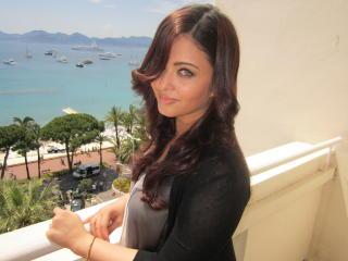 Aishwarya Rai Lovely Hair Style Images HD wallpaper