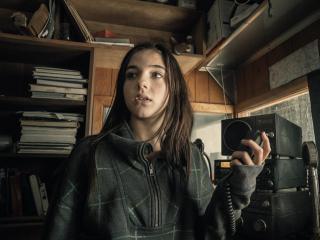 Alexa Nisenson As Charlie In Fear the Walking Dead wallpaper