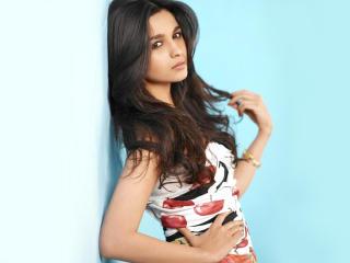 Alia Bhatt New Stylish Pics  wallpaper