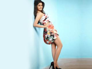 Alia Bhatt Sexy Legs Wallpapers wallpaper