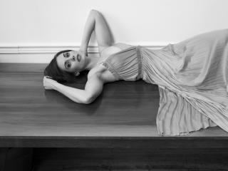 Alison Brie Black and White Photo shoot wallpaper