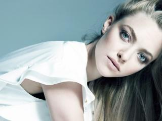 Amanda Seyfried Charming Pics wallpaper