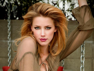 Amber Heard Charmig Photos wallpaper
