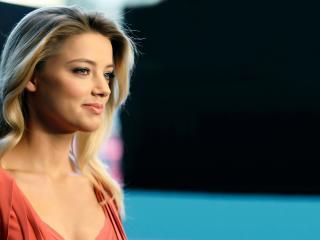 Amber Heard Lovely Smile Pic wallpaper