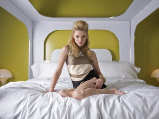 Amber Heard  On Bed Images wallpaper