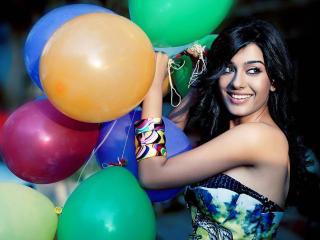 Amrita Rao With Baloon Pics wallpaper