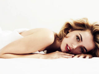 Ana de Armas Cuban Actress Lying Down wallpaper