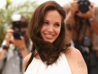 Angelina Jolie Cute Smile Pics wallpaper
