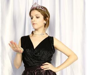 anna kendrick, actress, crown wallpaper