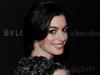 Anne Hathaway Close Up Wallpapers wallpaper