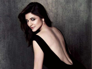 Anushka Sharma Backless Photo  wallpaper
