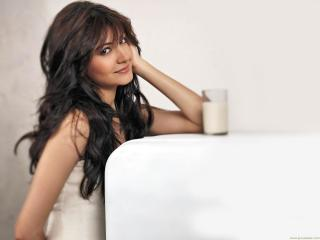 Anushka Sharma pics download wallpaper