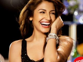 Anushka Sharma Smiling Photo  wallpaper