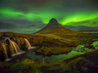 Aurora Borealis and Mountain wallpaper