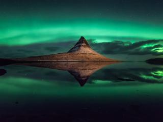 Aurora Borealis Kirkjufell Iceland wallpaper
