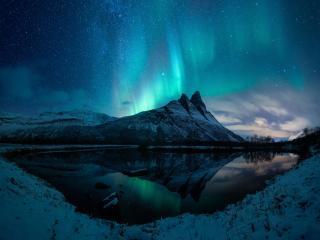 Aurora Borealis Mountain Reflection wallpaper