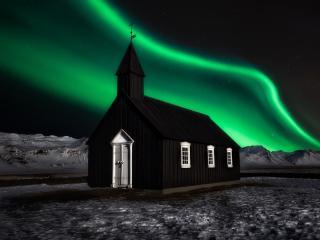 Aurora Borealis over Church wallpaper