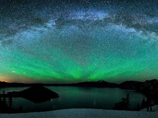 Aurora Borealis Over Winter Lake wallpaper