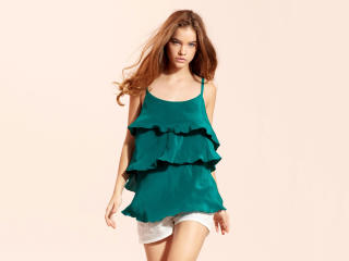 Barbara Palvin In Green Dress HD Pics wallpaper