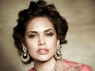 Beautiful Esha Gupta Brunette Portrait wallpaper