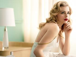 Blonde Chloë Grace Moretz 2018 wallpaper