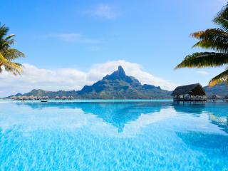 Bora Bora Island Resort wallpaper