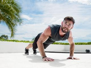 Chris Hemsworth Push-ups wallpaper