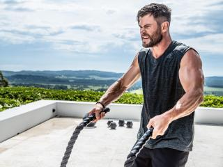 Chris Hemsworth Workout wallpaper