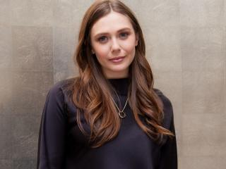 Cute Elizabeth Olsen 2021 wallpaper
