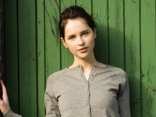 Cute Felicity Jones 2017 wallpaper